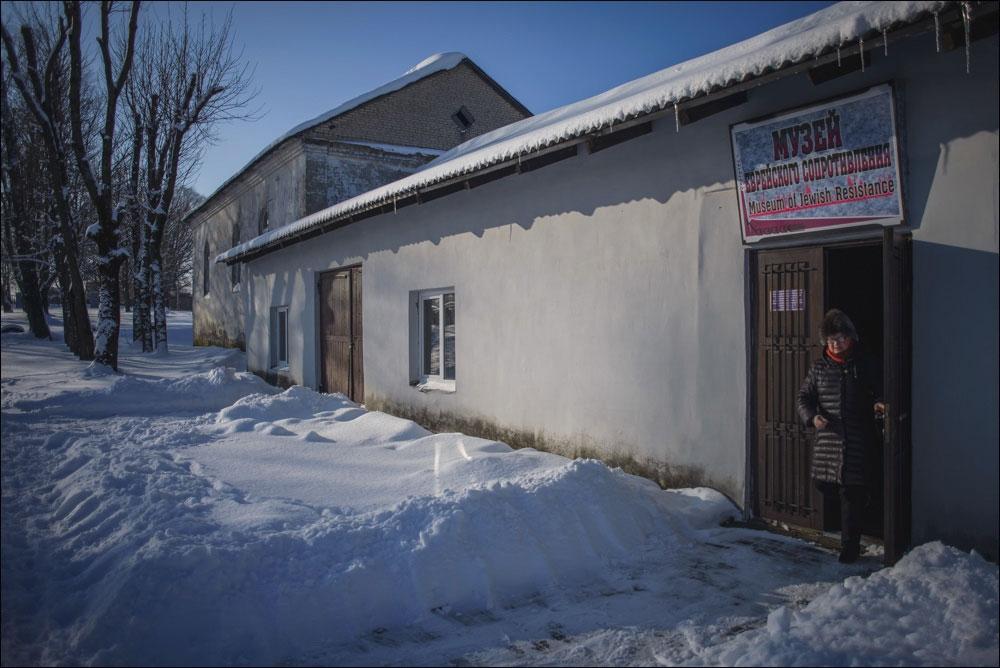 Музей еврейского сопротивления в бывшем бараке гетто (а до того – конюшне)