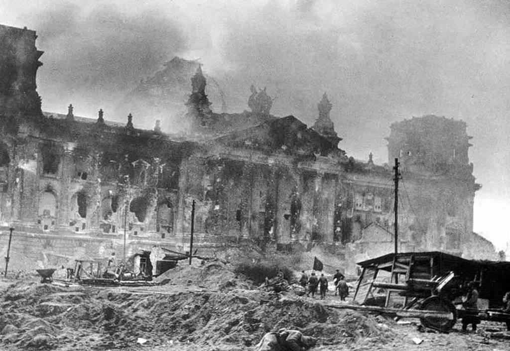 Рейхстаг, май 1945 г.