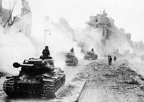 Апрель 1945 г. Советские танки на подступах к Берлину