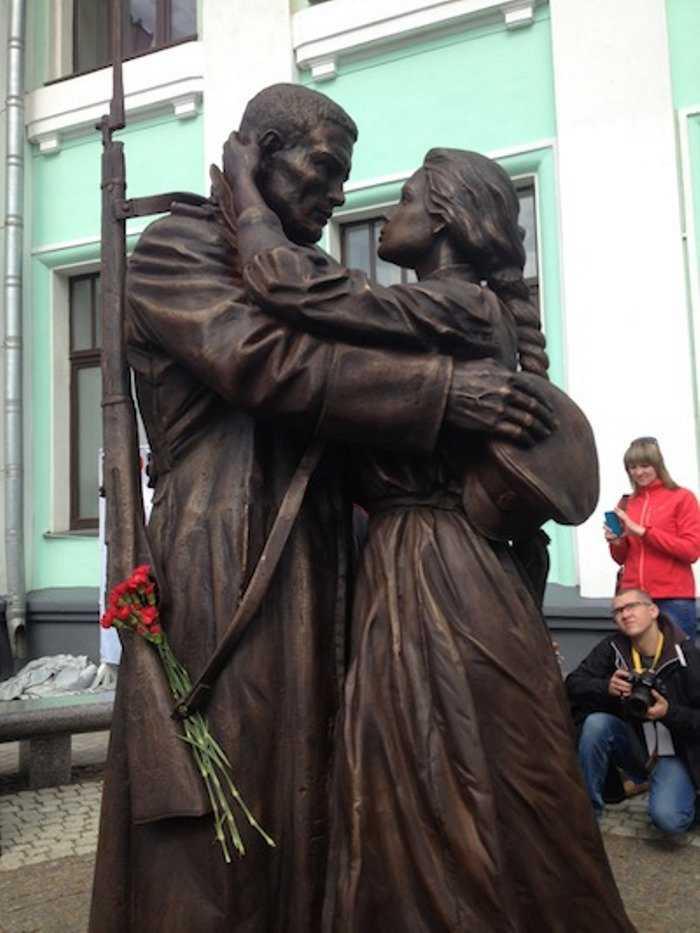 Памятник маршу «Прощание славянки»