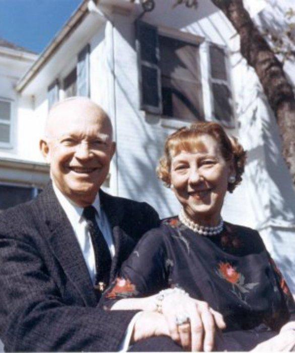 Экс-президент с женой на их ферме