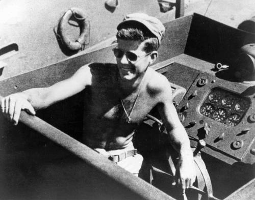 Джон Ф. Кеннеди во время службы на флоте. 1943 г.