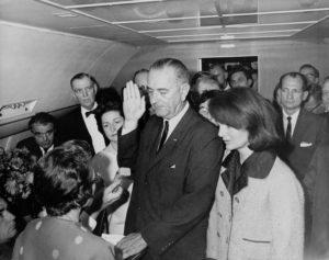 Присяга президента на борту самолета