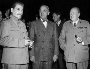 Иосиф Сталин, Гарри Трумэн и Уинстон Черчилль перед открытием Потсдамской конференции. Июль 1945 г.