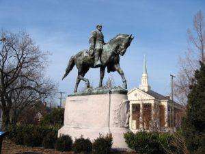 До недавних пор был в Шарлотсвилле памятник генералу Роберту Ли...