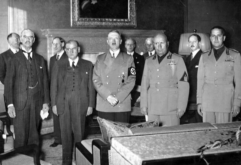 После подписания Мюнхенских соглашений 1938 года. Слева направо: Чемберлен, Даладье, Гитлер, Муссолини, Чиано.