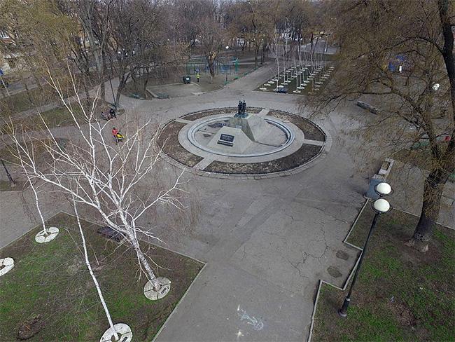 Мемориал жертвам Холокоста в Прохоровском сквере Одессы, аэроснимок