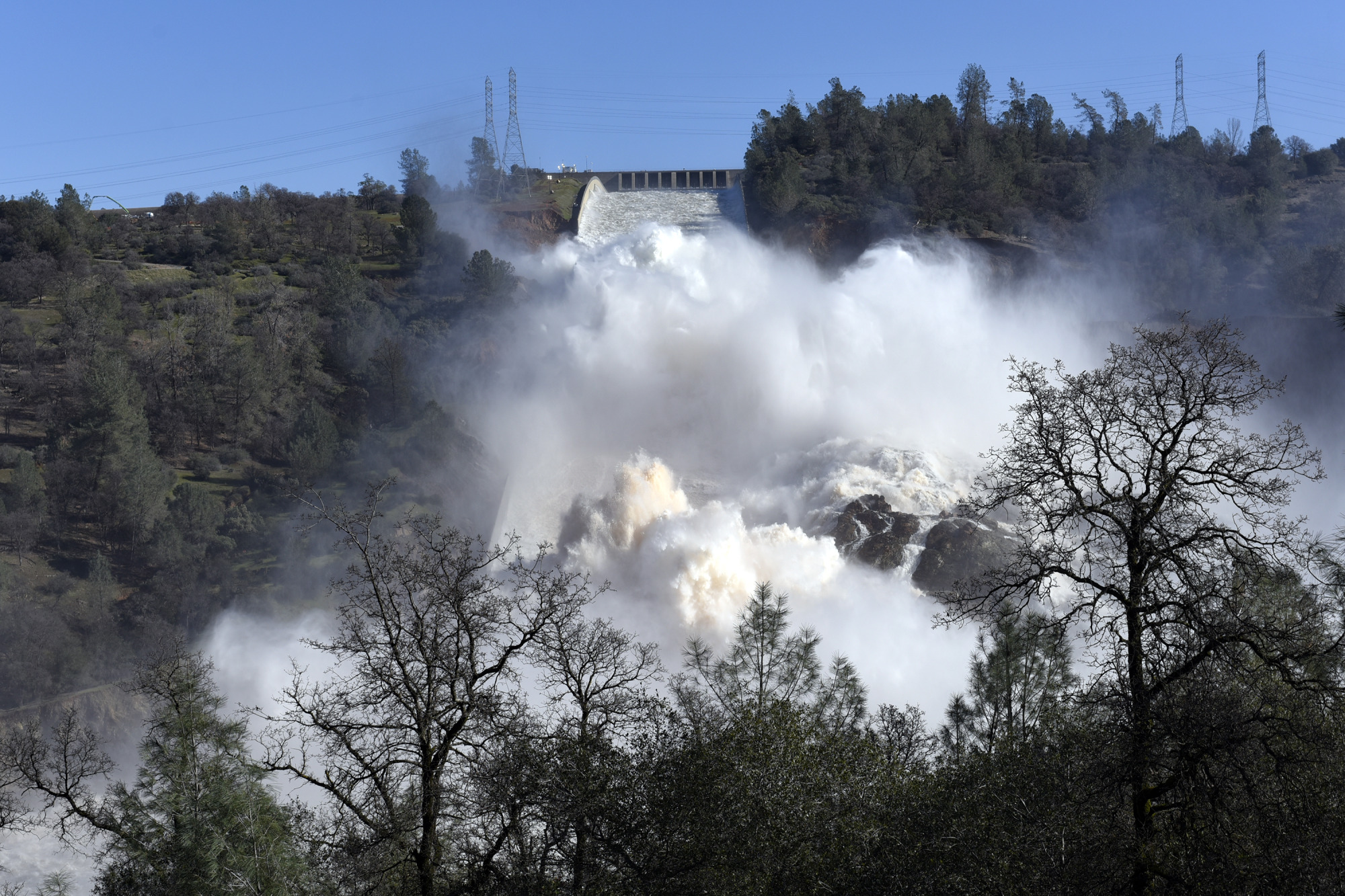 Oroville Dam Crisis Threatens To Submerge Region Of Northern California