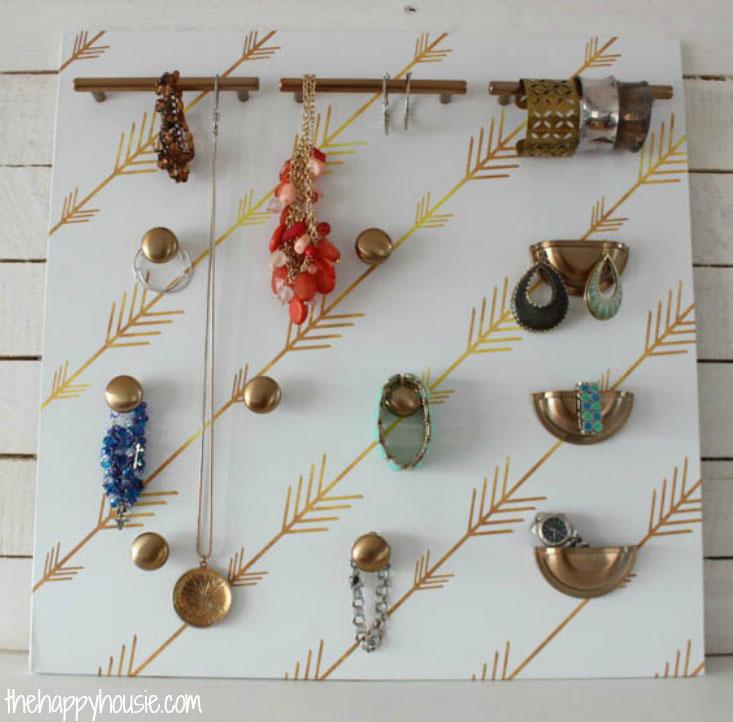 Easy-DIY-Cabinet-Hardware-Jewelry-Organizer-at-thehappyhousie