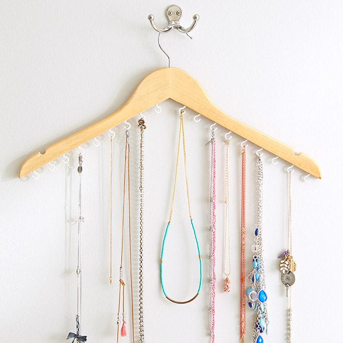 jewelery-hanger-102231539