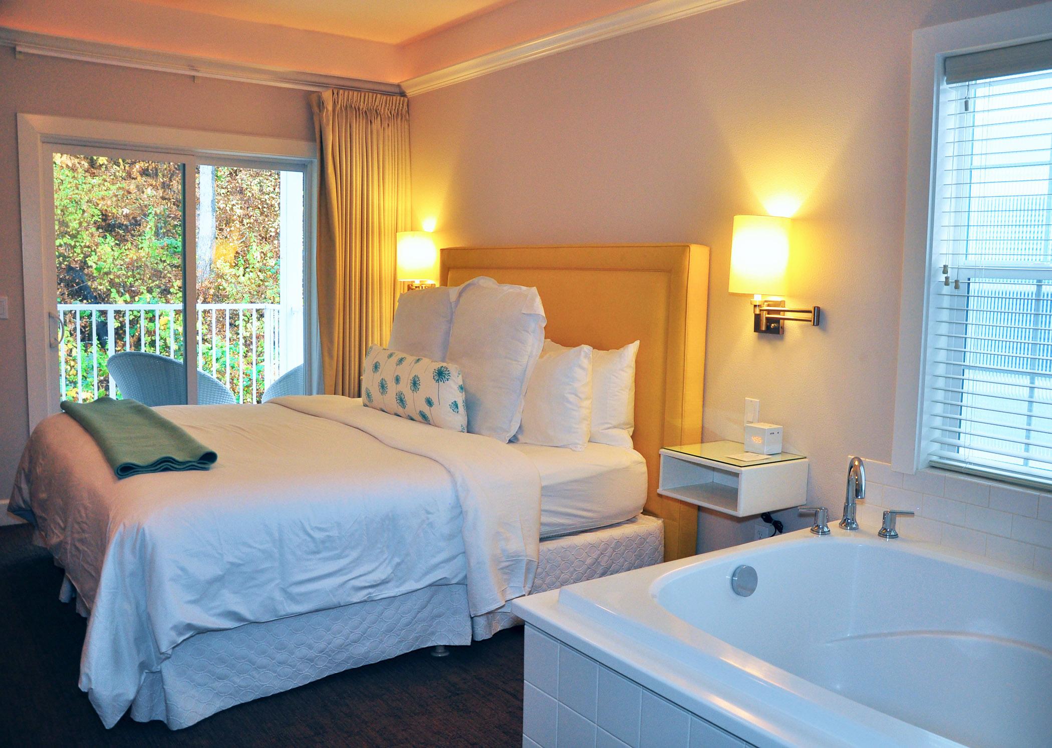 5.-Hillside-King-Suite